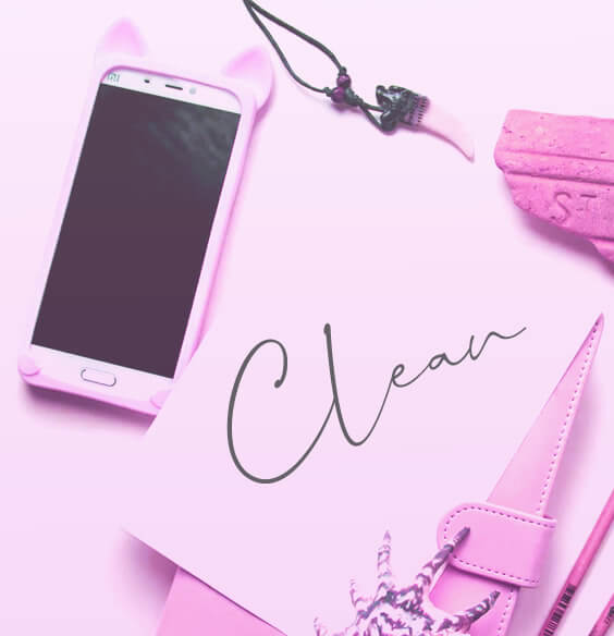 "word ""clean"" writen near a phone as an illustration of digital detox challenge"
