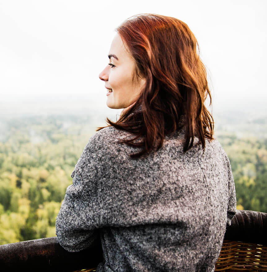 happy woman looking at the horizont after getting rid on negative self talk