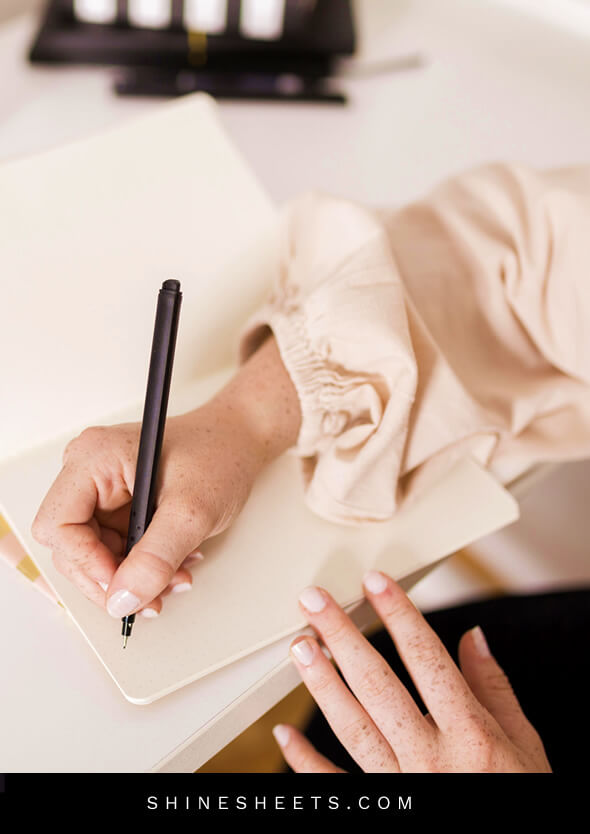 woman ready to write the first word in her journal for therapy