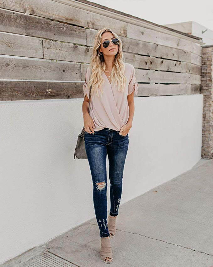 Blonde woman with high heels, jeans and sunglasses shows how to look expensive on a casual day