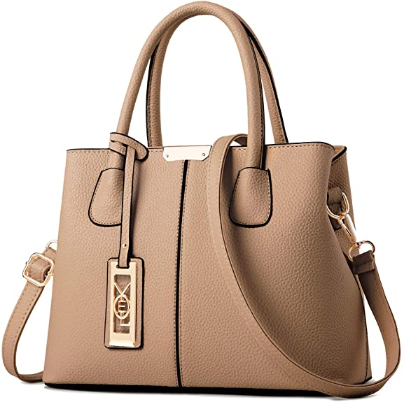 A nude-colored handbag as an idea on how to be pretty with any outfit