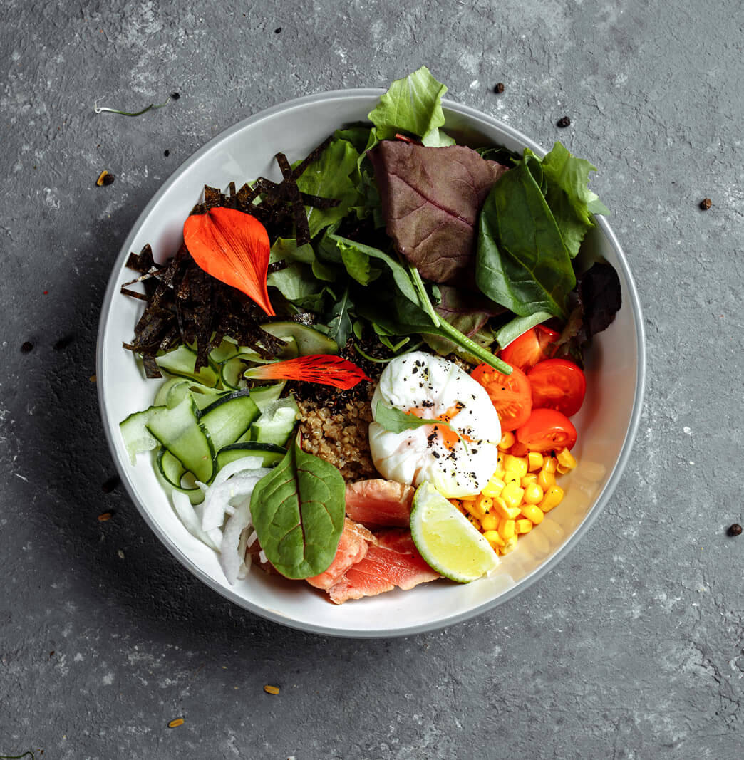 healthy meal in a small plate to lose weight without exercise