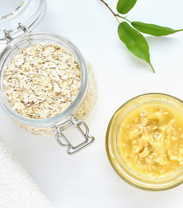 banana oatmeal face pack and leaves on the table