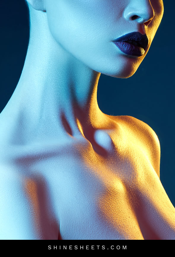 a woman in a dark blue light as an ilustration of feeling unwanted