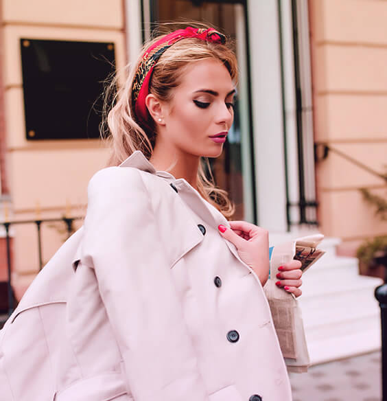 woman with atelophobia walking down the street