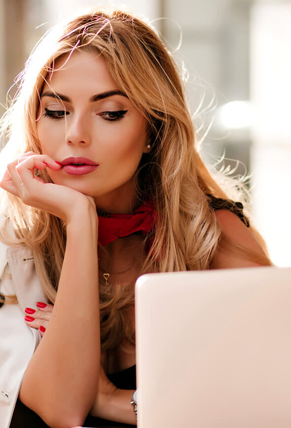 woman with low self-worth comparing herself to others on social media