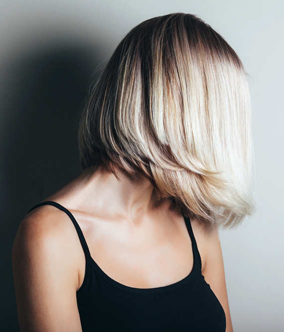 BLONDE WOMAN WITH HEALTHY HAIR