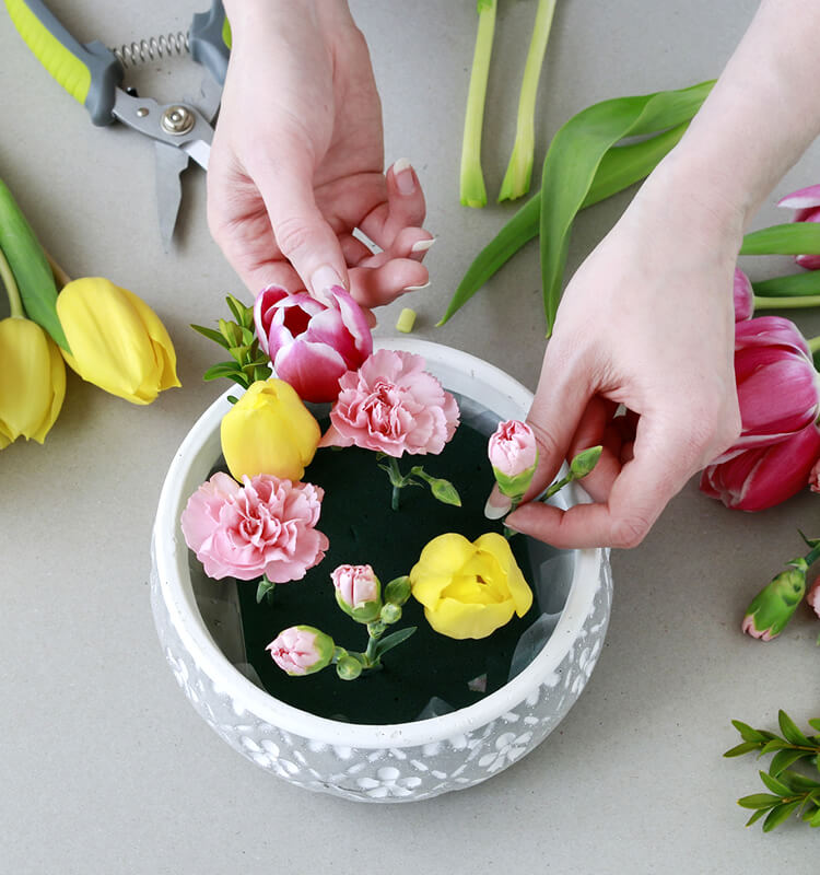 easy diy easter decor with flowers step 1