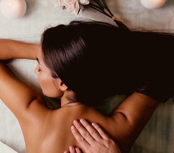 woman getting bali massage with all the benefits of bailnese massage