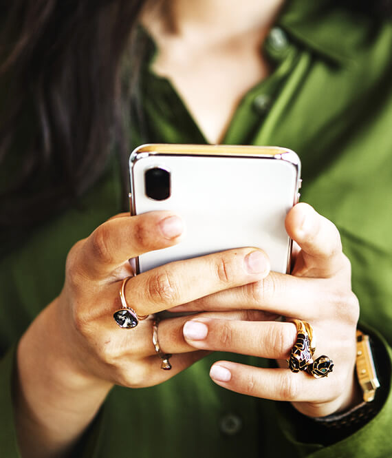 woman using phone to text her boyfriend