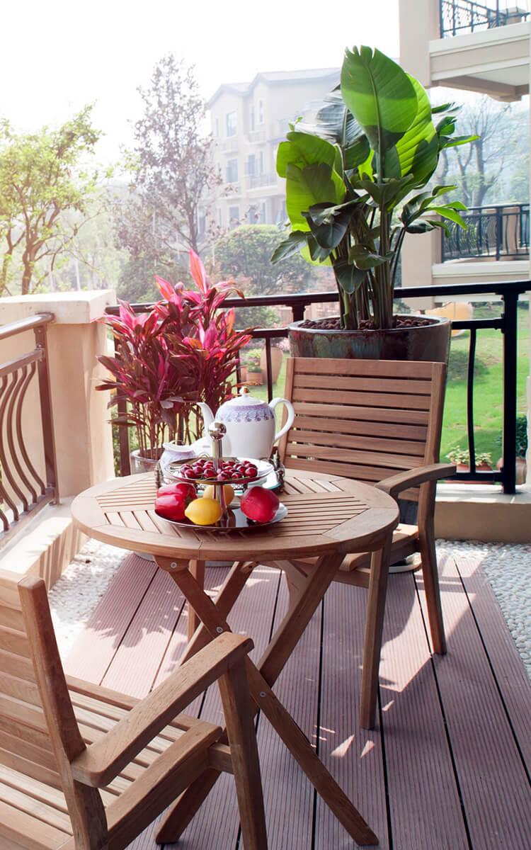 flexible dining area on the balcony