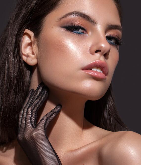 woman with gorgeous eyelashes